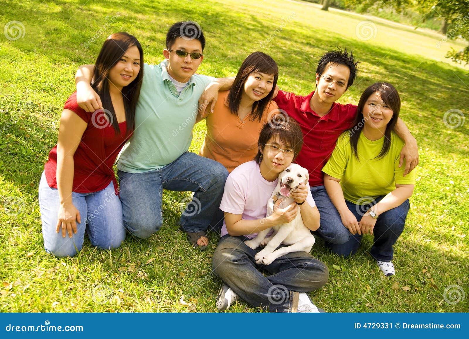 ασιατικά ευτυχή teens ομάδας