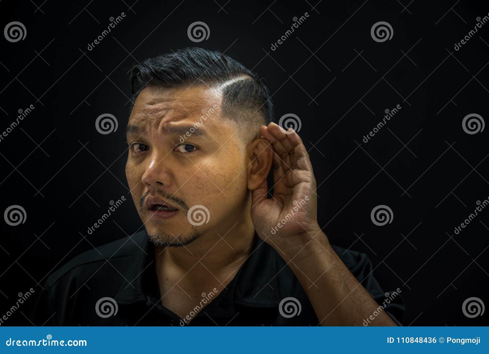 Ασιατική κωφή ακρόαση ατόμων για το άκουσμα στο σκοτεινό ύφος