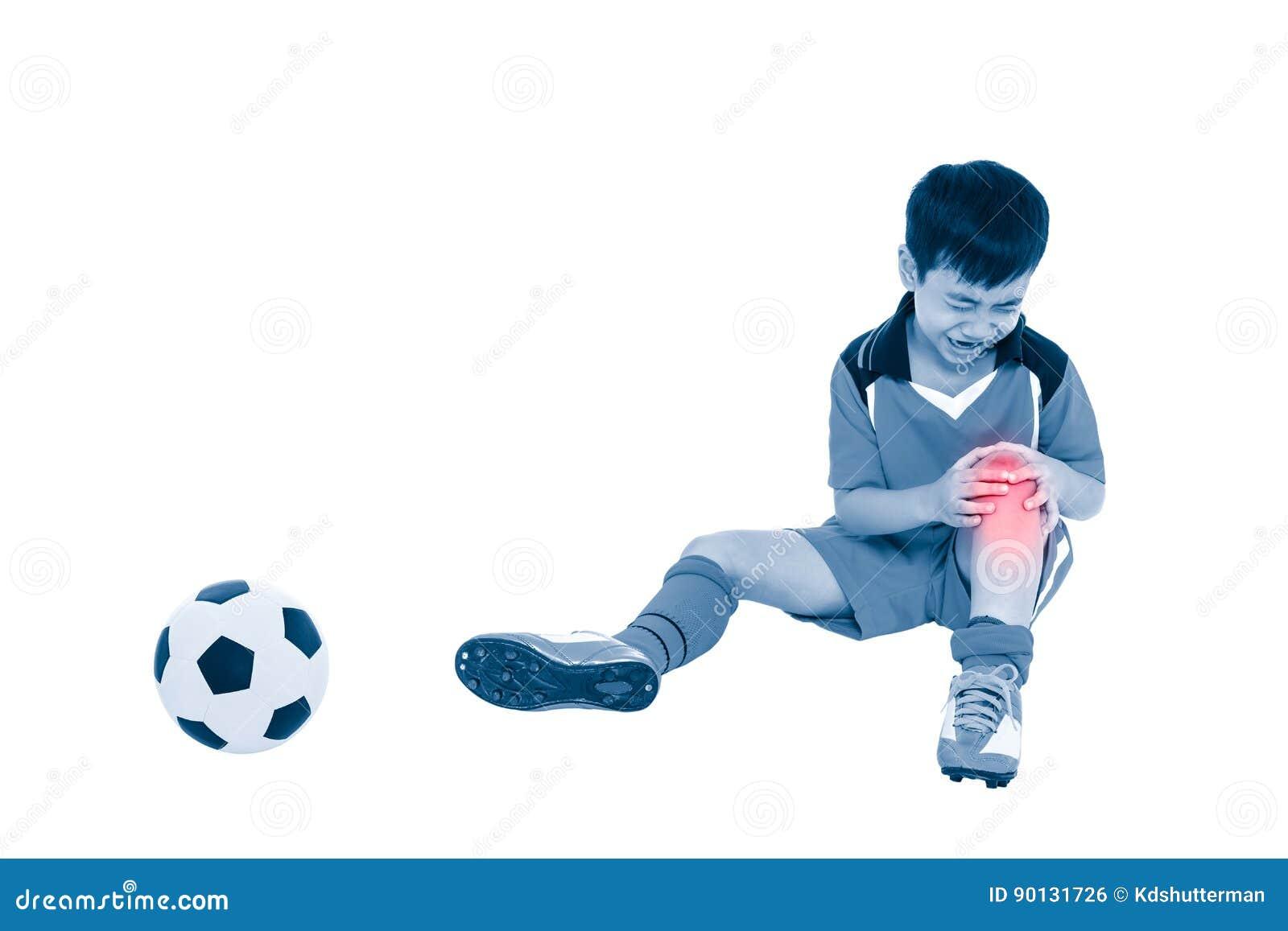 Ασιατικός ποδοσφαιριστής νεολαίας με τον πόνο στο γόνατο σύνολο σωμάτων