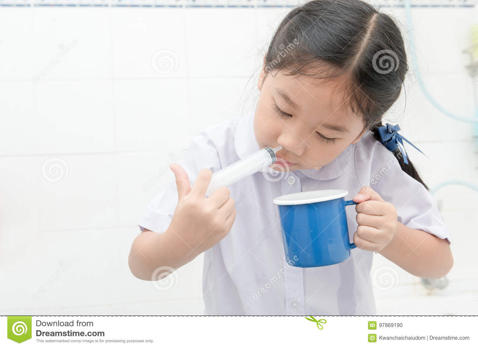 χαριτωμένο κορίτσι σύριγγες Έφηβος Πρωκτικό φωτογραφίες