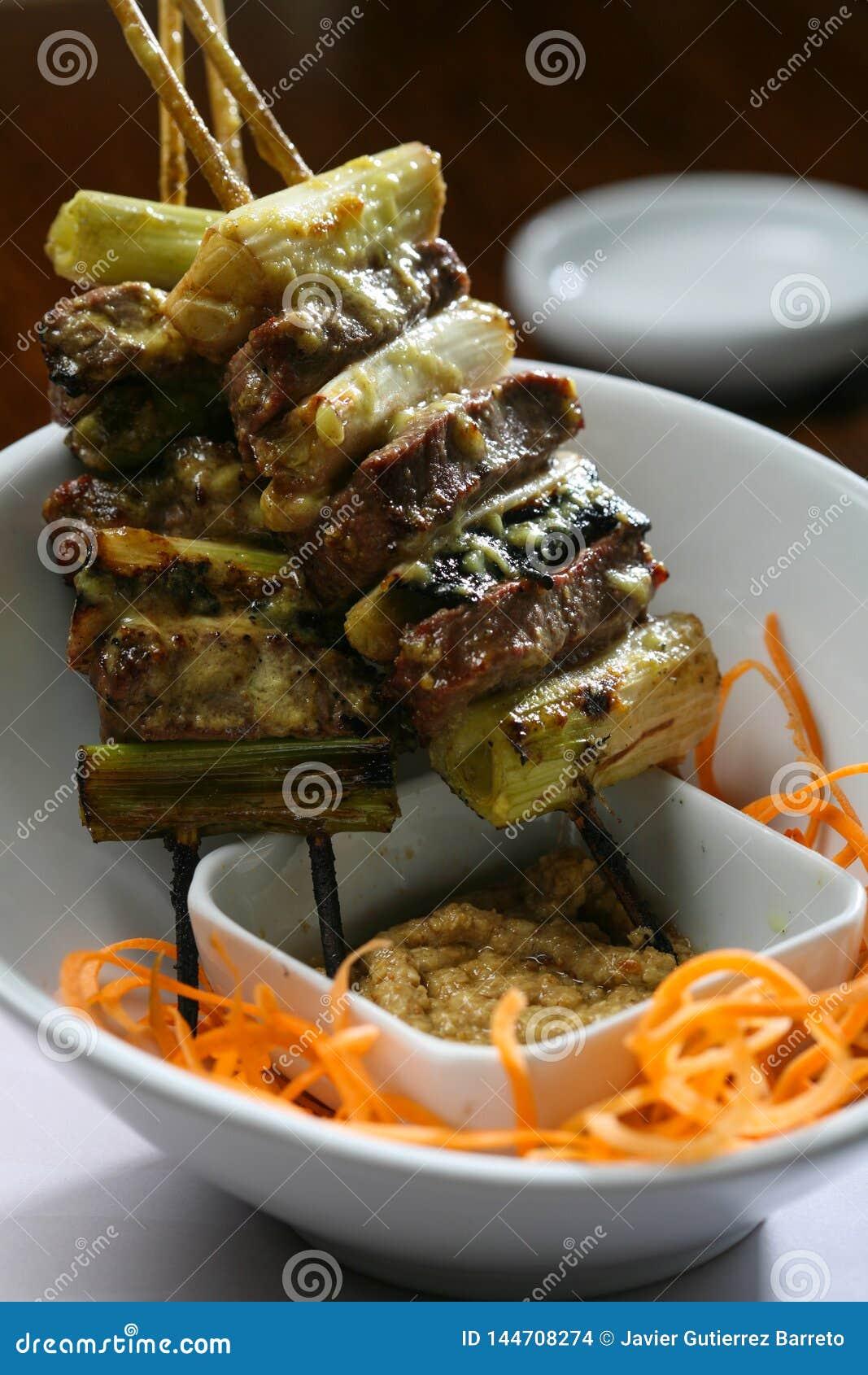 Ασιατικό κρέας ύφους και φυτικό οβελίδιο