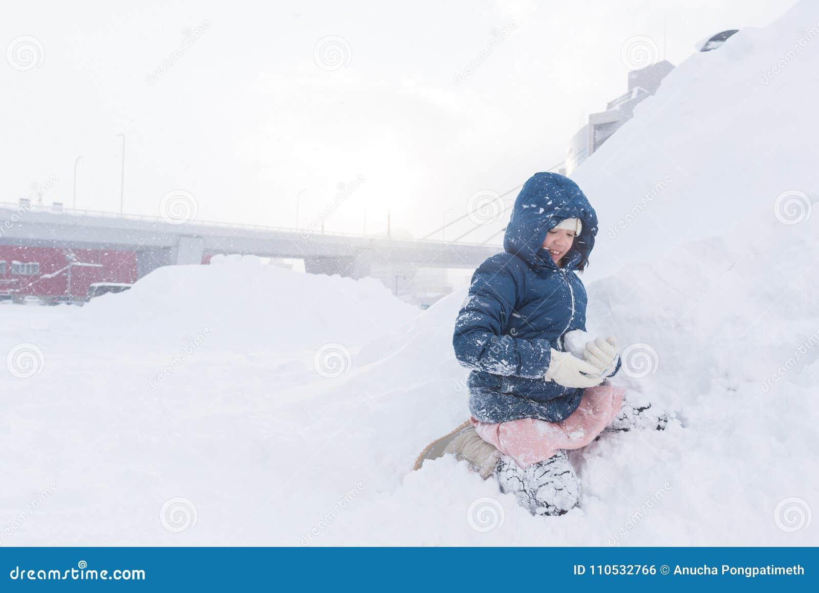 Ασιατικό παιδί το χειμώνα