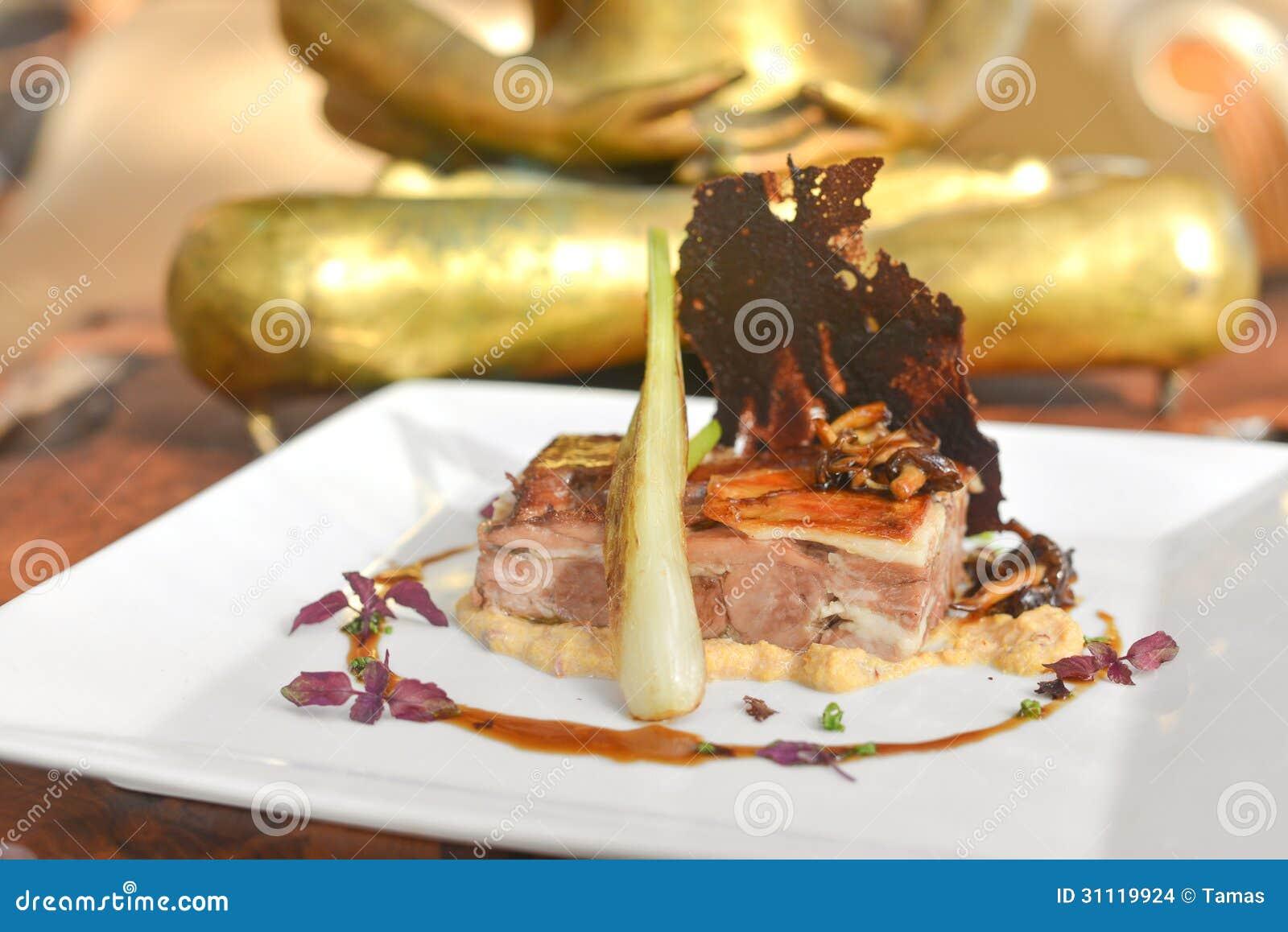 Ασιατικό πιάτο τήξης αρνιών και παντζαριών