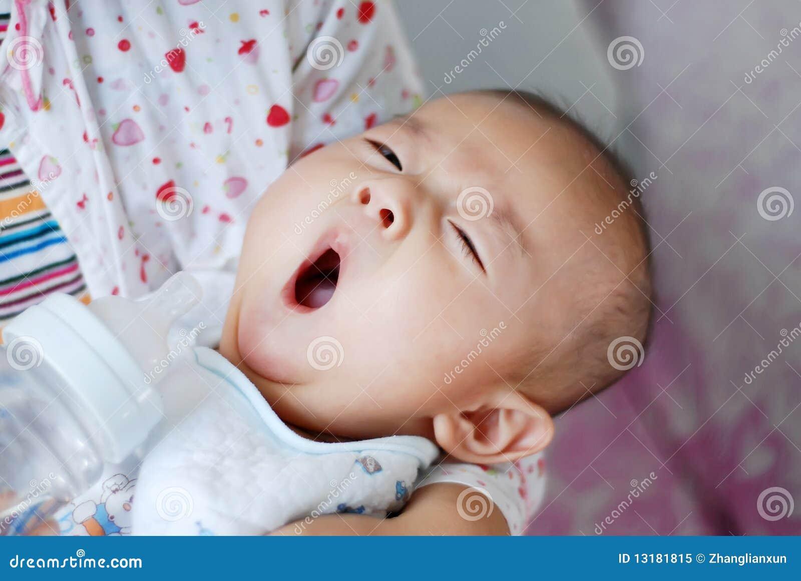 ασιατικό χασμουρητό μωρών