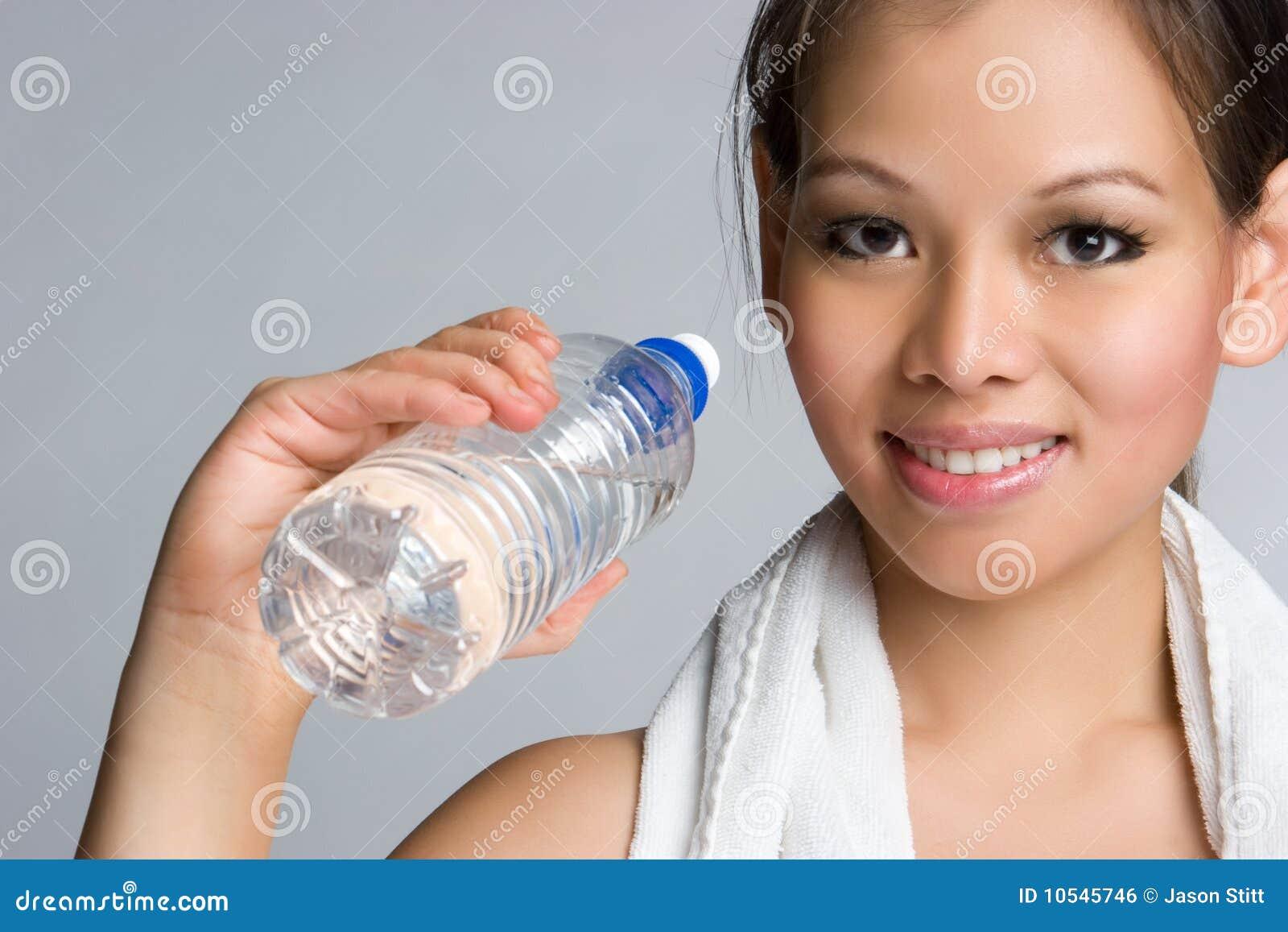 ασιατικό ύδωρ κοριτσιών