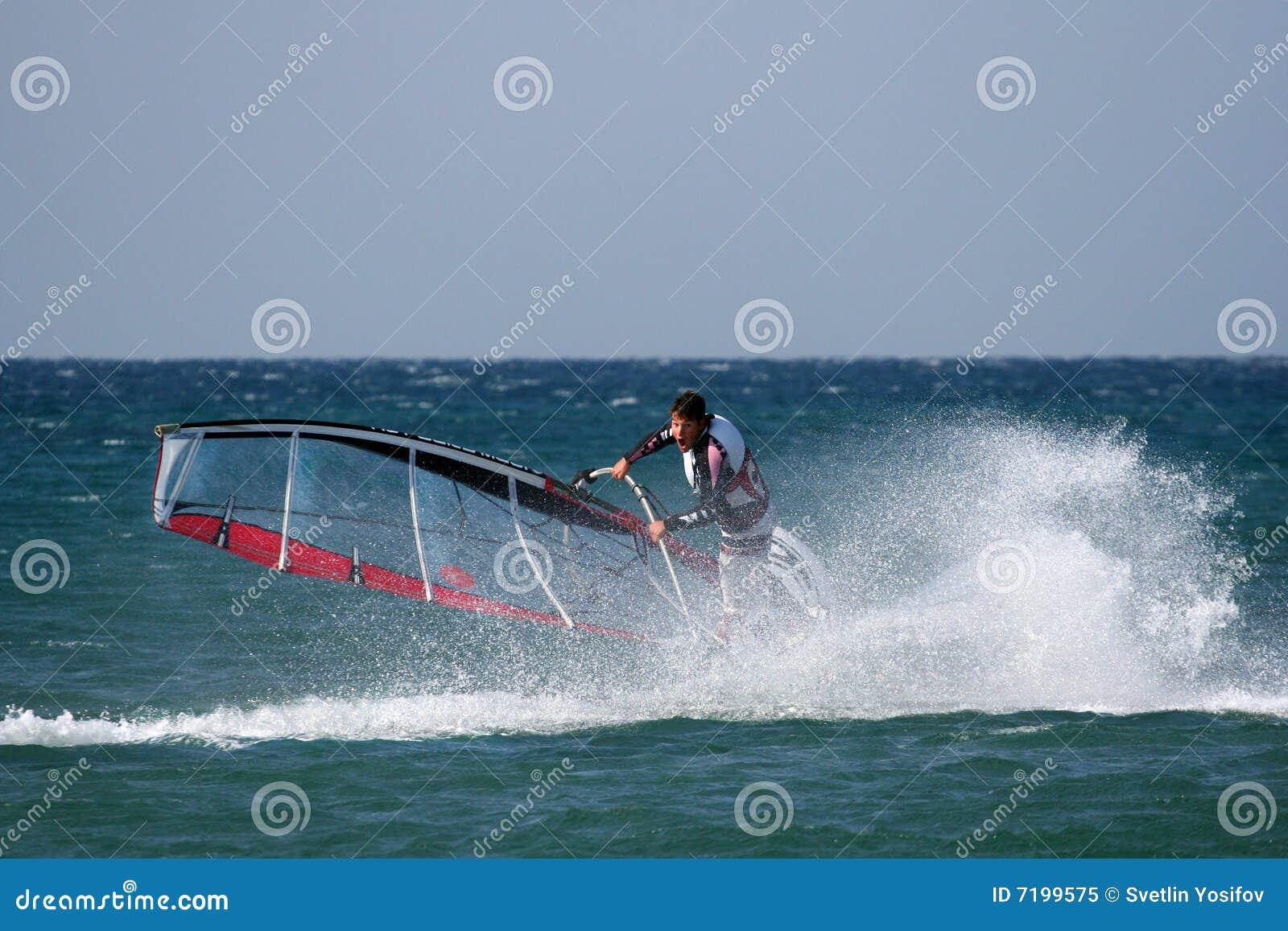 ασκεί windsurfer