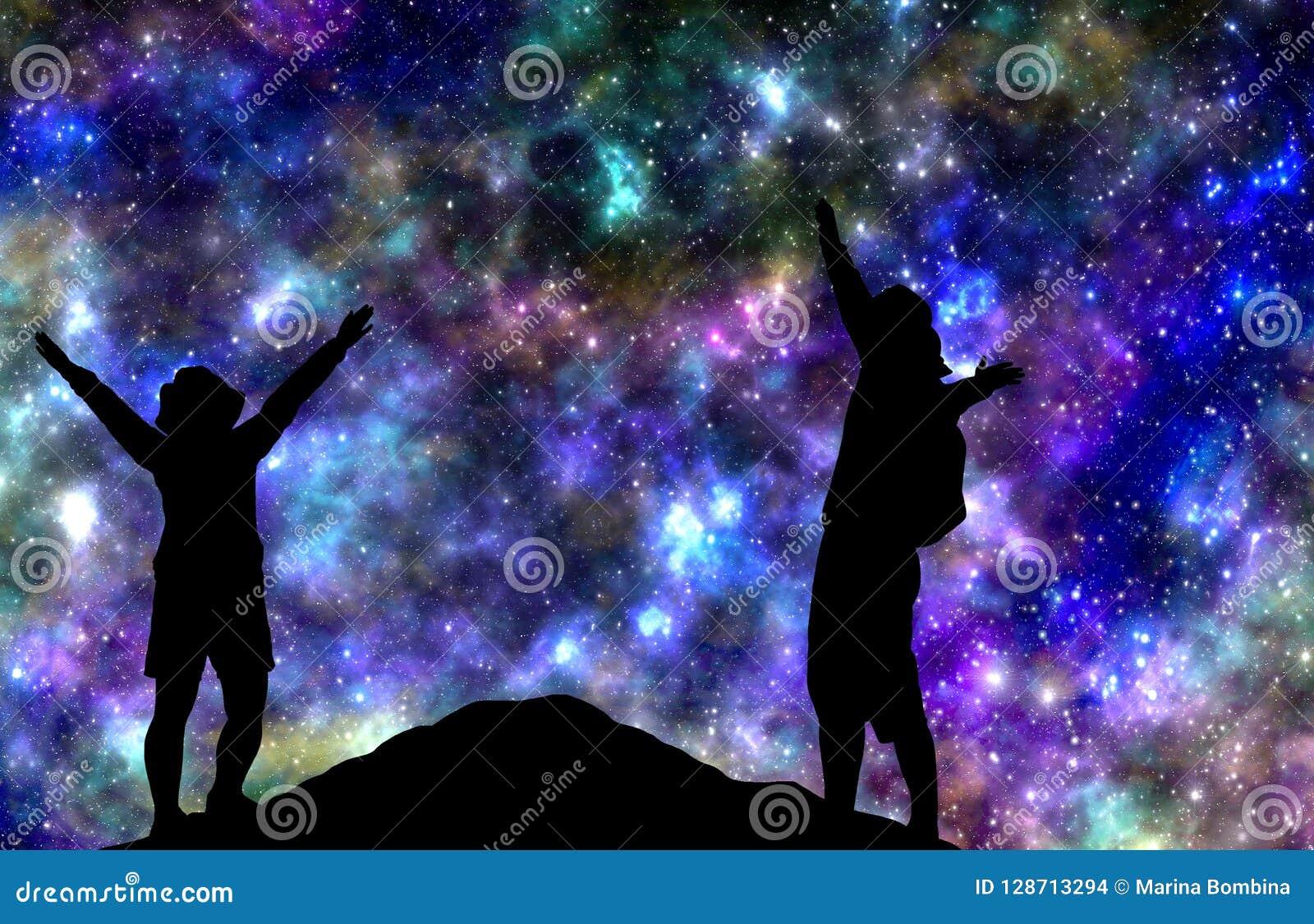 Αστέρια νύχτας προσοχής ζεύγους στο βουνό