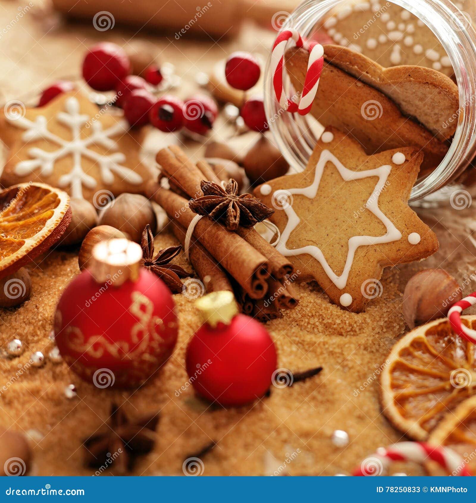 αστέρι μορφών φεγγαριών καρδιών μπισκότων Χριστουγέννων ψησίματος