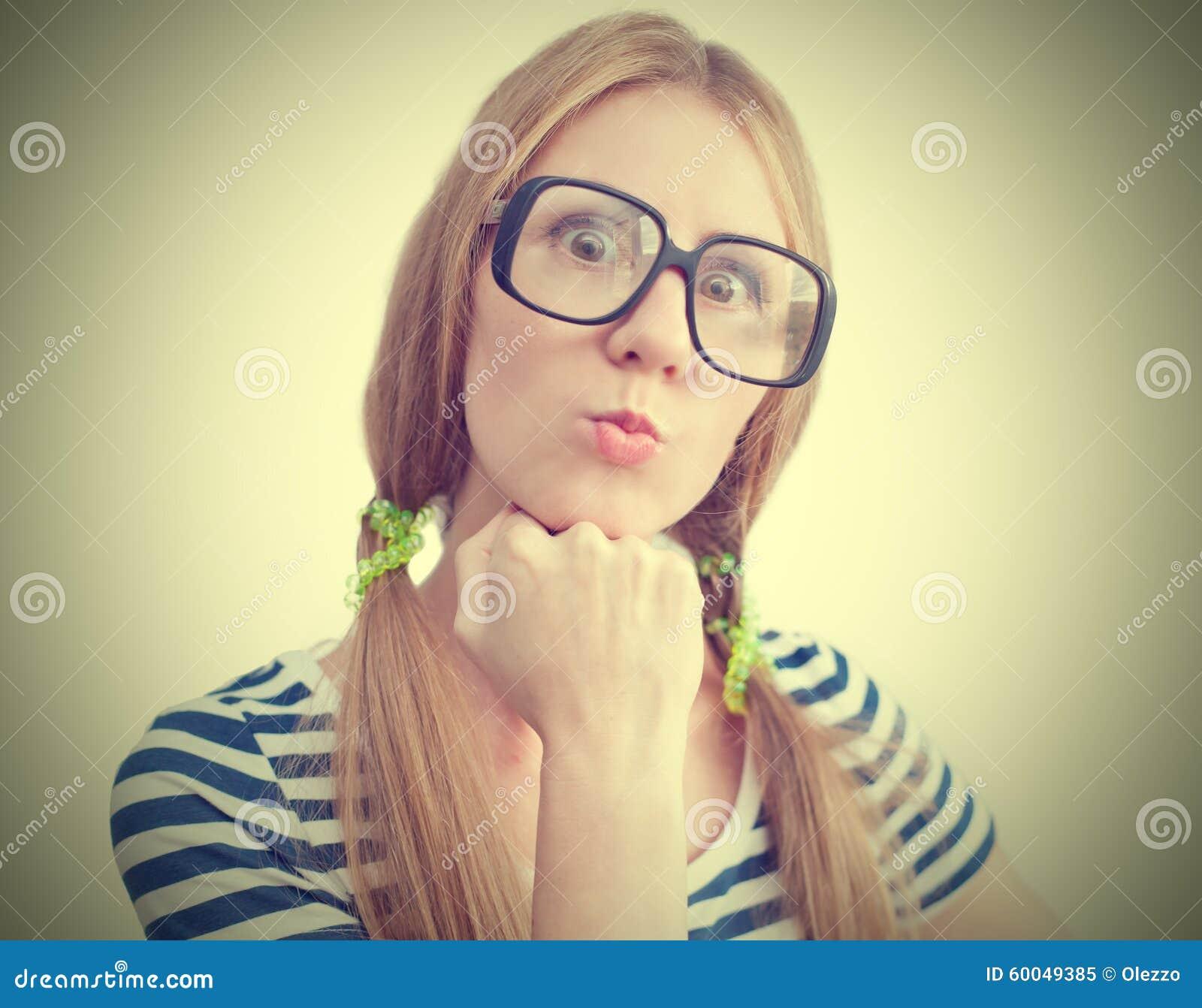 0442b6556f Αστεία νέα γυναίκα με τα γυαλιά Στοκ Εικόνα - εικόνα από παλαιός ...