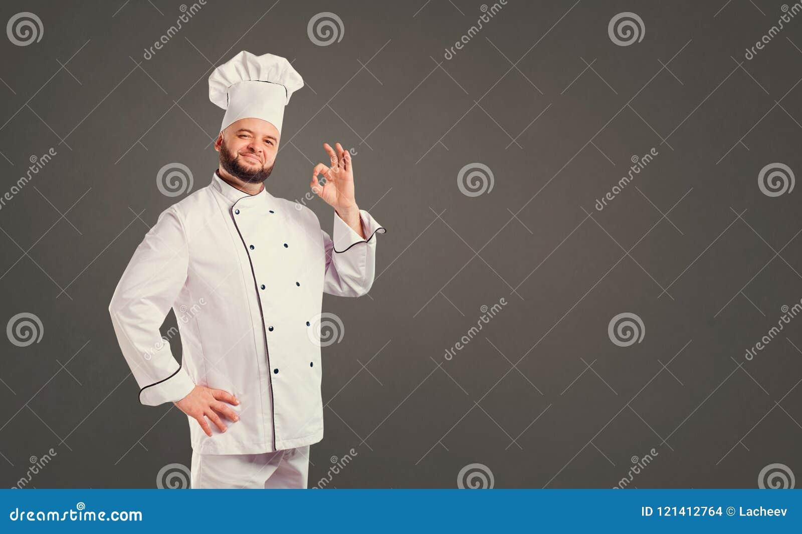 Αστείος αρχιμάγειρας με το μάγειρα γενειάδων