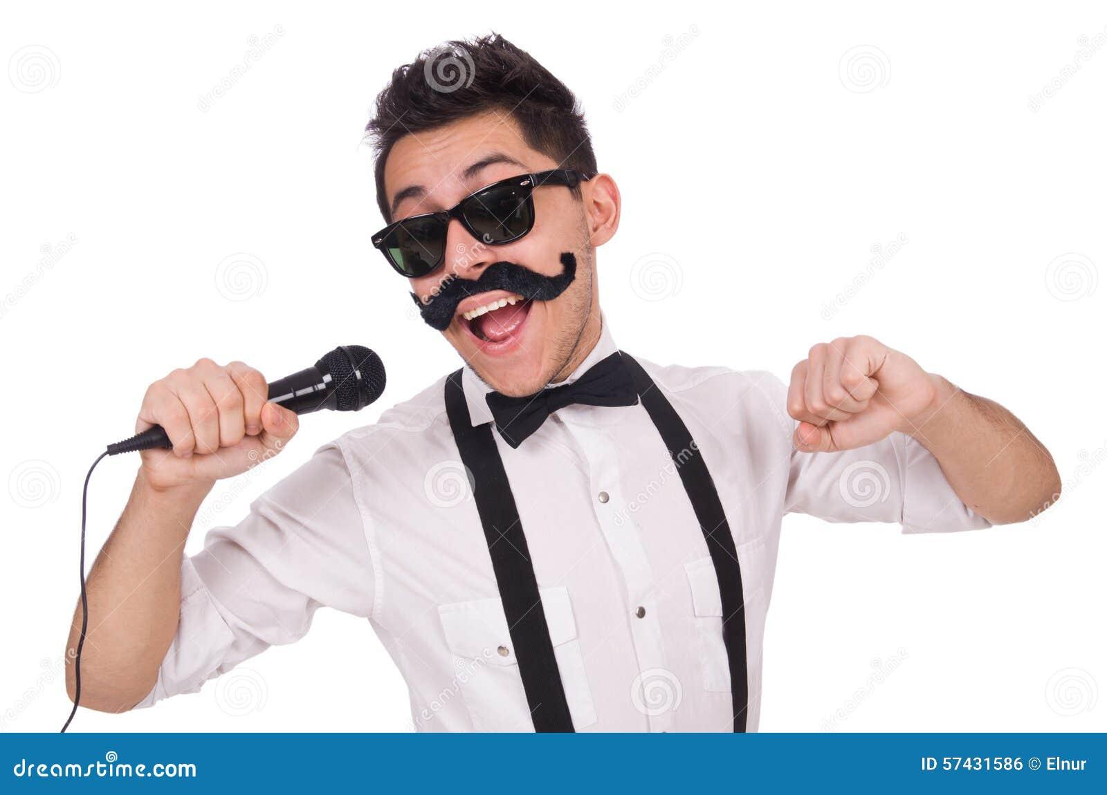 Αστείο άτομο με mic που απομονώνεται στο λευκό