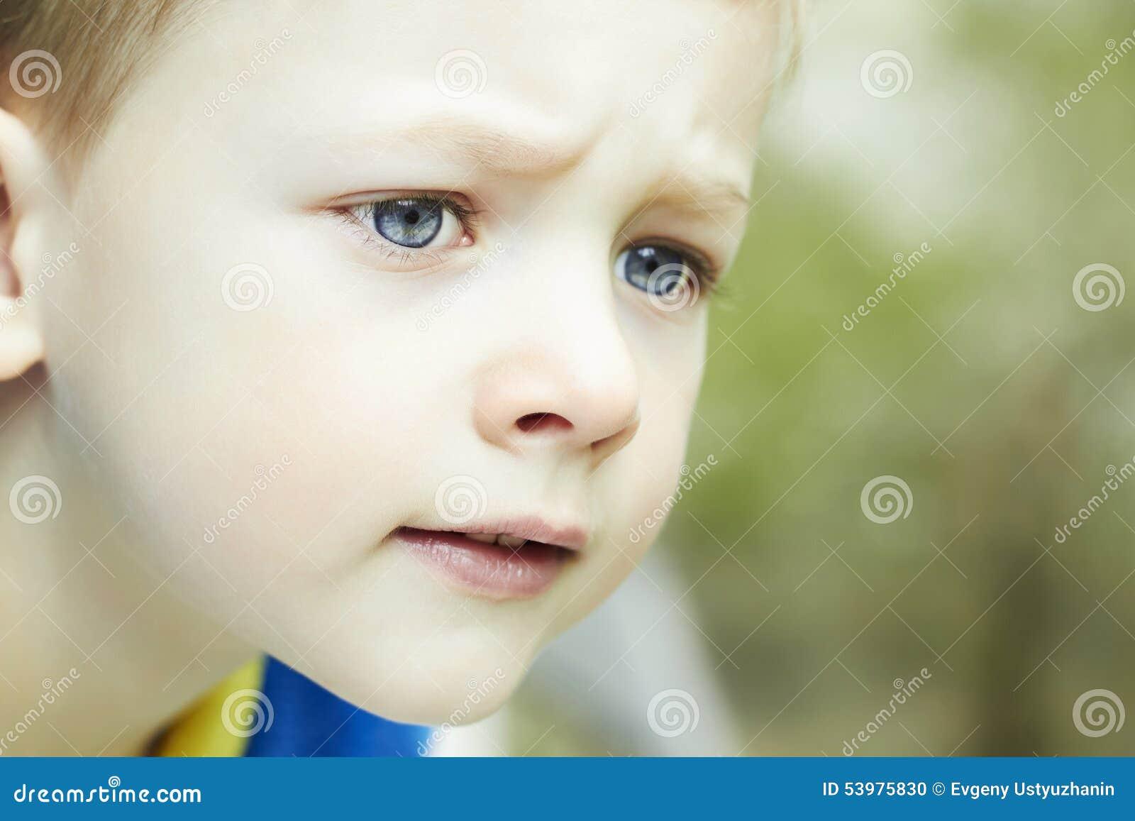 27bada19e4 Αστείο νέο ευτυχές αγόρι πρόσωπο του παιδιού Στοκ Εικόνες - εικόνα ...