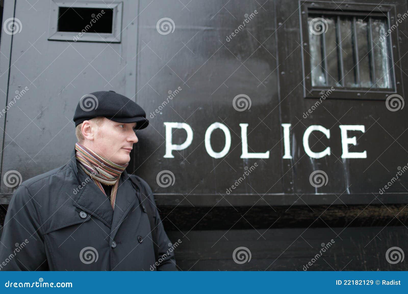αστυνομία ατόμων μεταφορώ&n