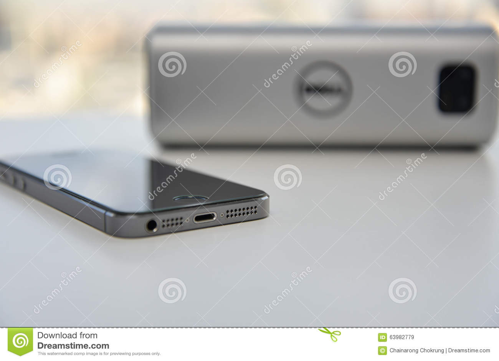 Ασύρματος ομιλητής και κινητό τηλέφωνο