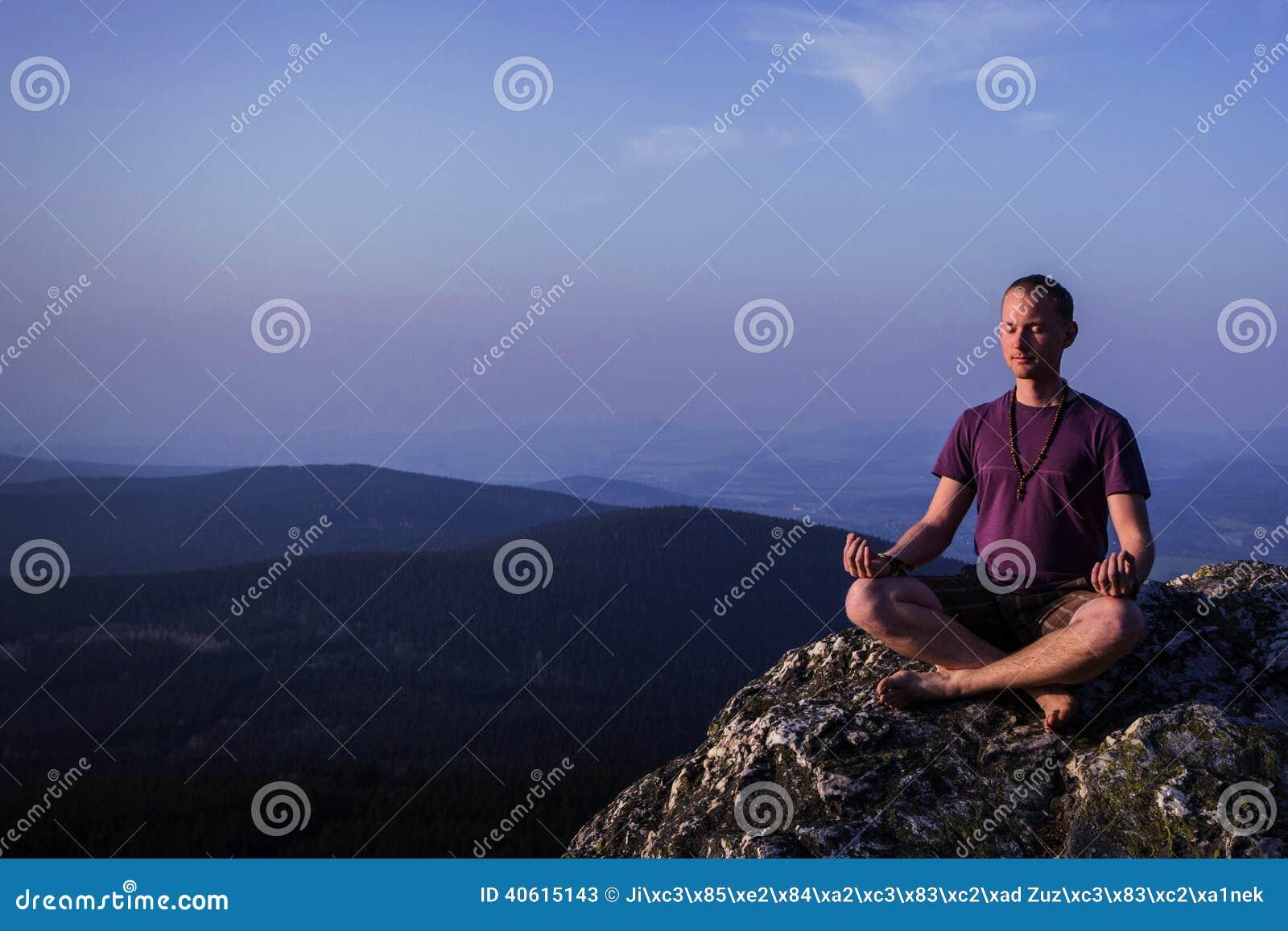 Ατόμων σε έναν βράχο