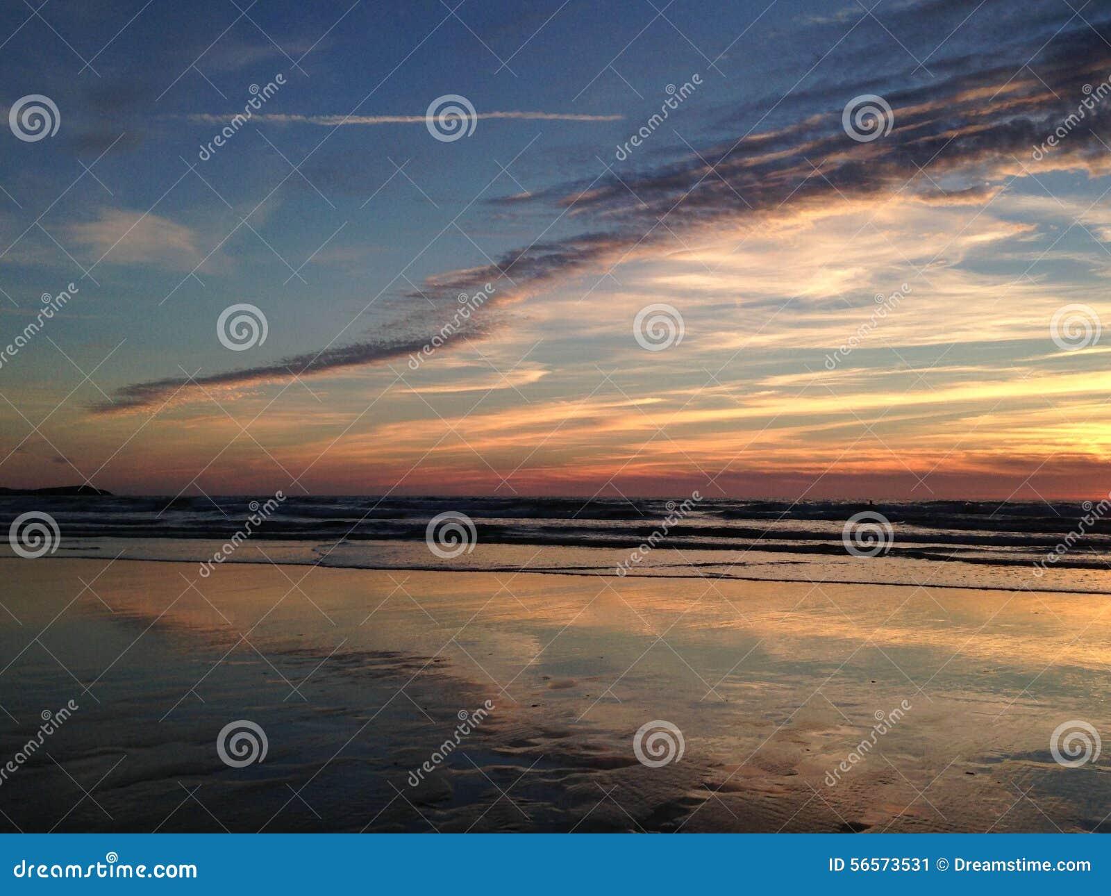 Download Ατλαντικός Ωκεανός πέρα από το ηλιοβασίλεμα Στοκ Εικόνα - εικόνα από ωκεανός, βράδυ: 56573531