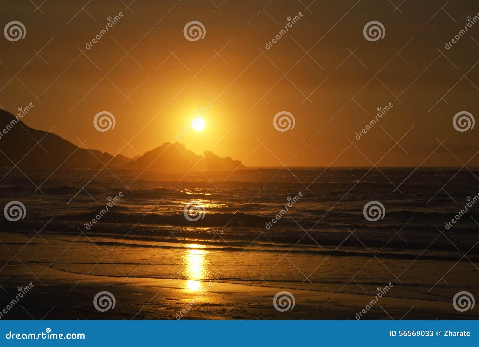 Download ατλαντικό ηλιοβασίλεμα & στοκ εικόνα. εικόνα από ηλιοβασίλεμα - 56569033
