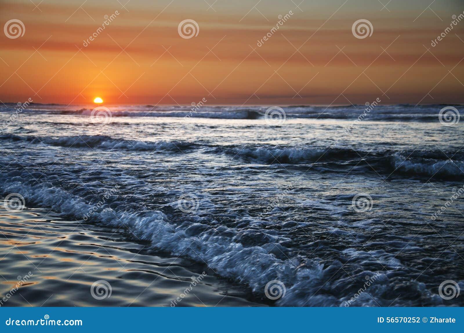 Download ατλαντικό ηλιοβασίλεμα & στοκ εικόνες. εικόνα από ειδικός - 56570252