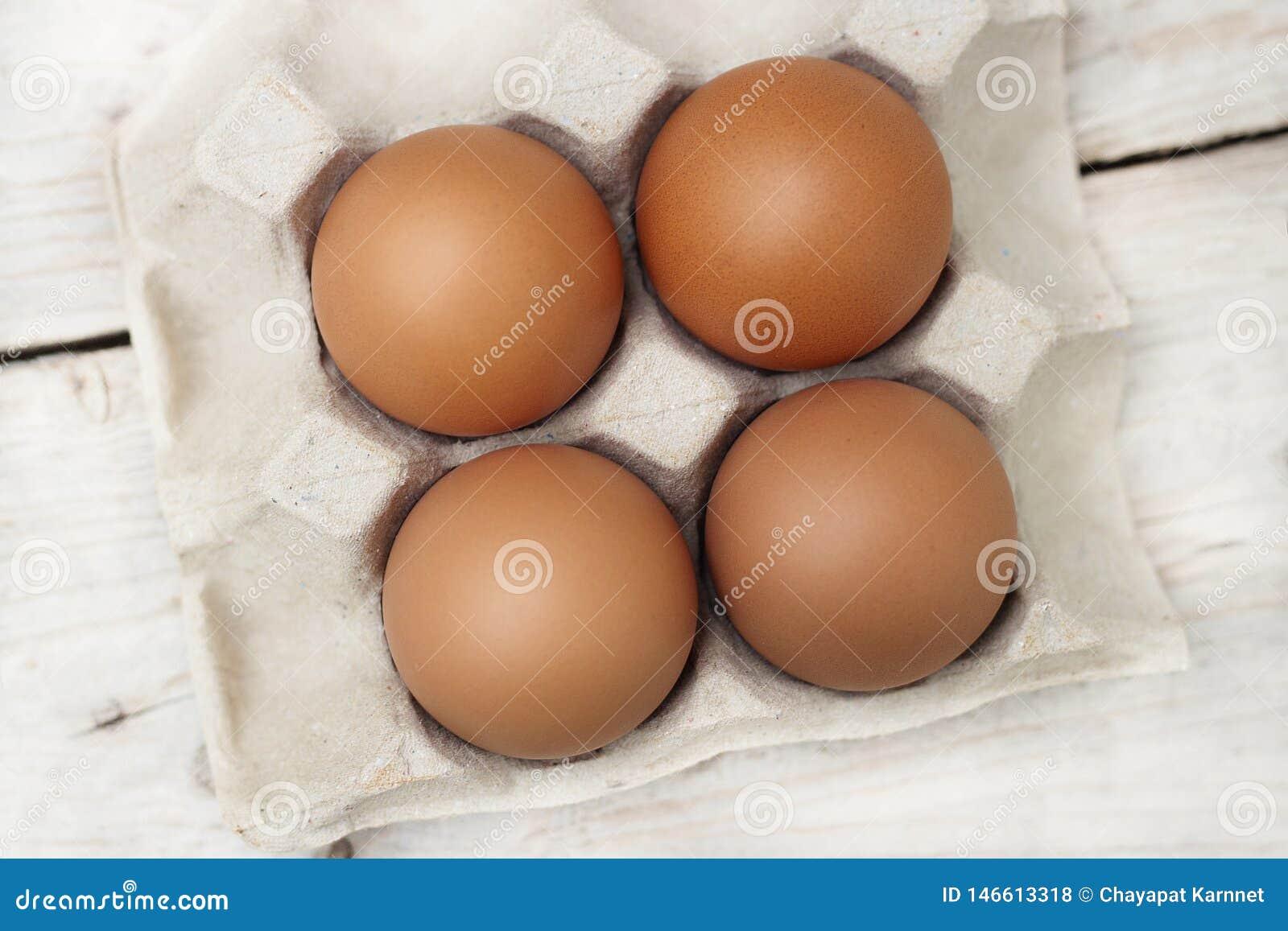 Αυγά με τα μεγάλα, φωτεινά κόκκινα αυγά, μη τοξικά