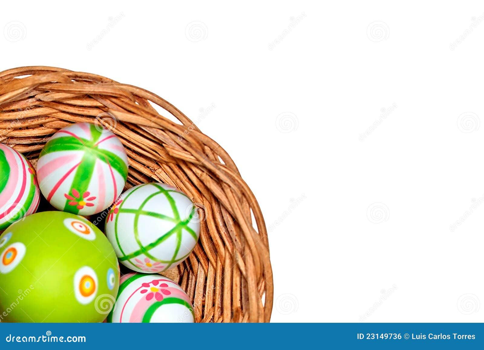 Αυγά Πάσχας σε ένα καλάθι από τη γωνία