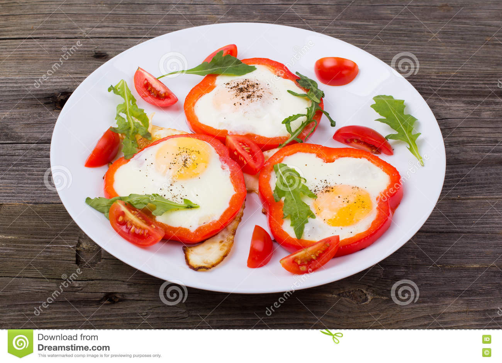 Αυγά στο πιπέρι σε ένα πιάτο