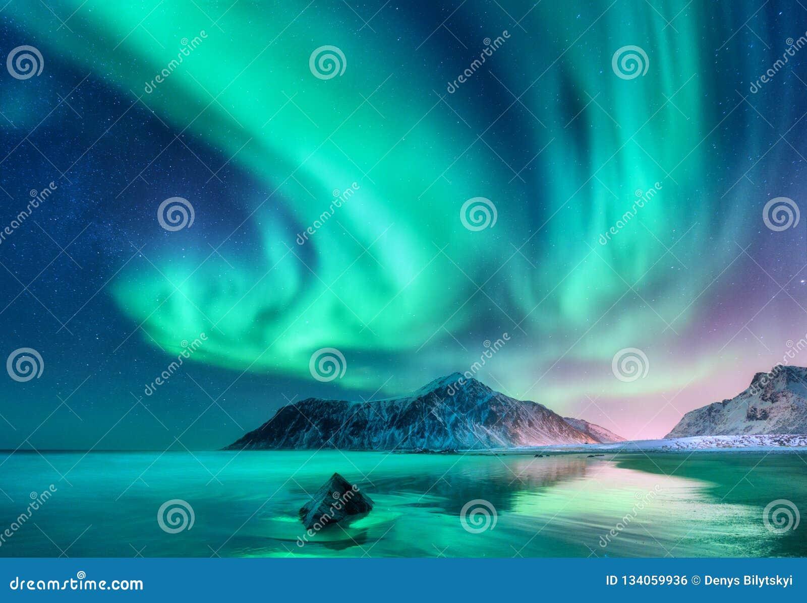 Αυγή Borealis Βόρεια φω τα στα νησιά Lofoten, Νορβηγία