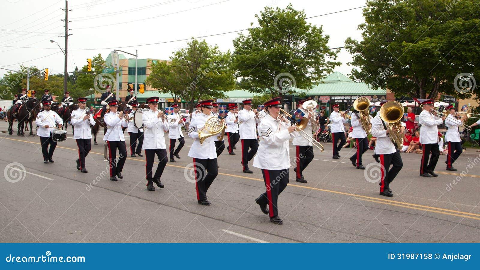 ΑΥΓΗ, ΚΑΝΑΔΑΣ 1 ΙΟΥΛΊΟΥ: Μπάντα στην παρέλαση ημέρας του Καναδά