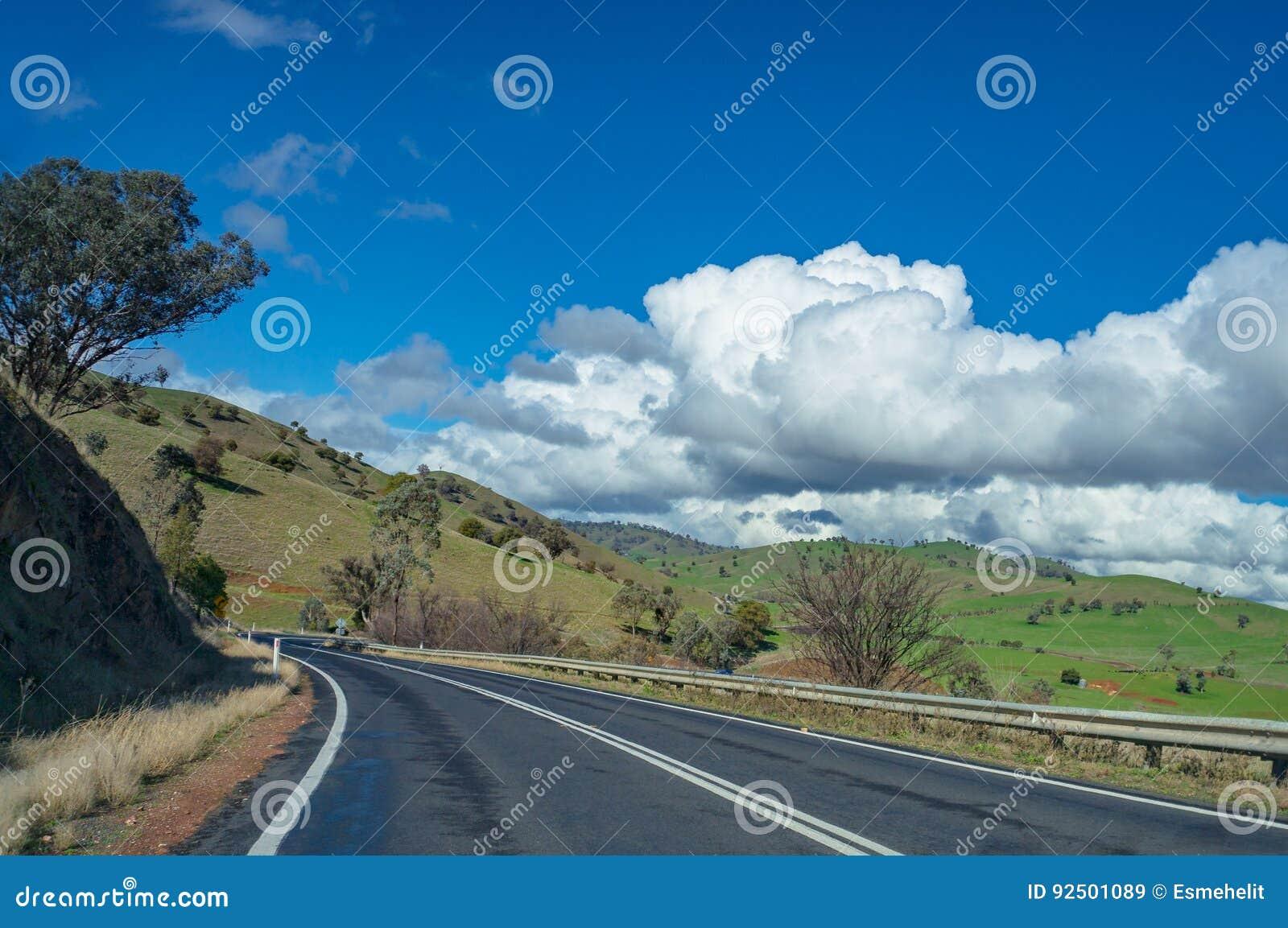 Αυστραλιανός δρόμος εσωτερικών, εθνική οδός την ηλιόλουστη ημέρα Αγροτικό infrastruct