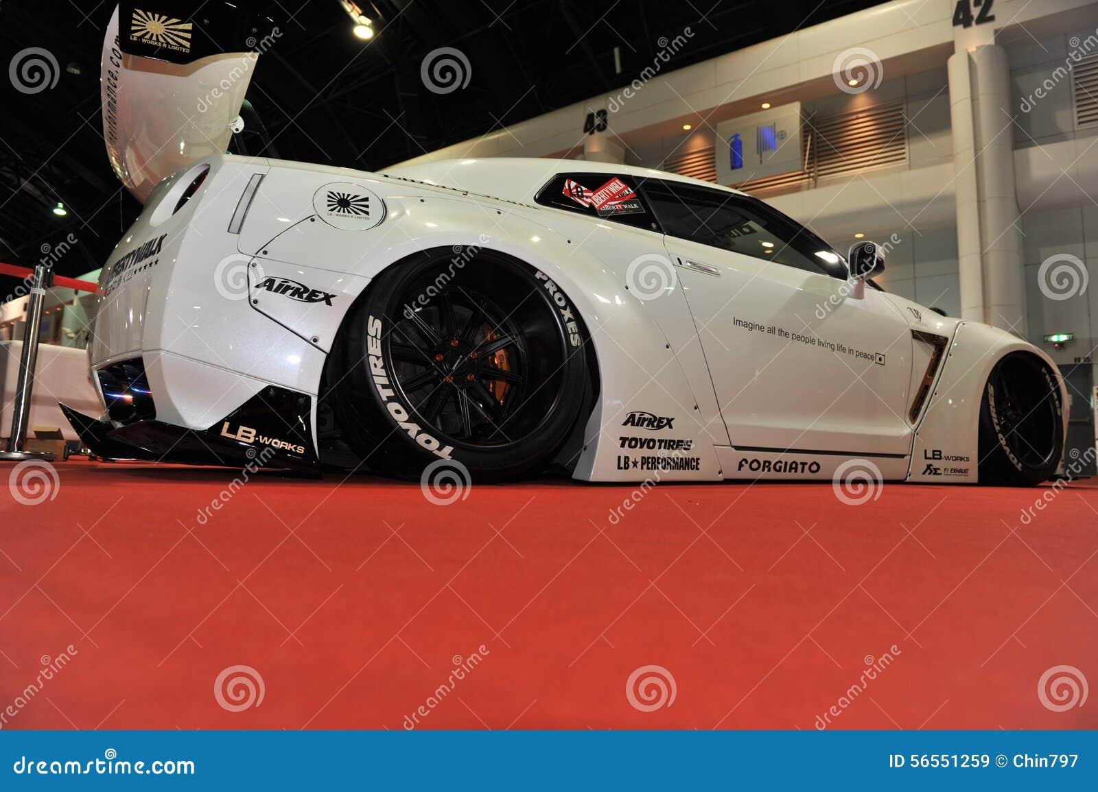 Download Αυτοκίνητο οριζόντων R35 GT-ρ της Nissan στο 3$ο διεθνές Autosalon 2015 της Μπανγκόκ στις 27 Ιουνίου 2015 στη Μπανγκόκ, Thailan Εκδοτική Στοκ Εικόνα - εικόνα από makeup, γεγονός: 56551259