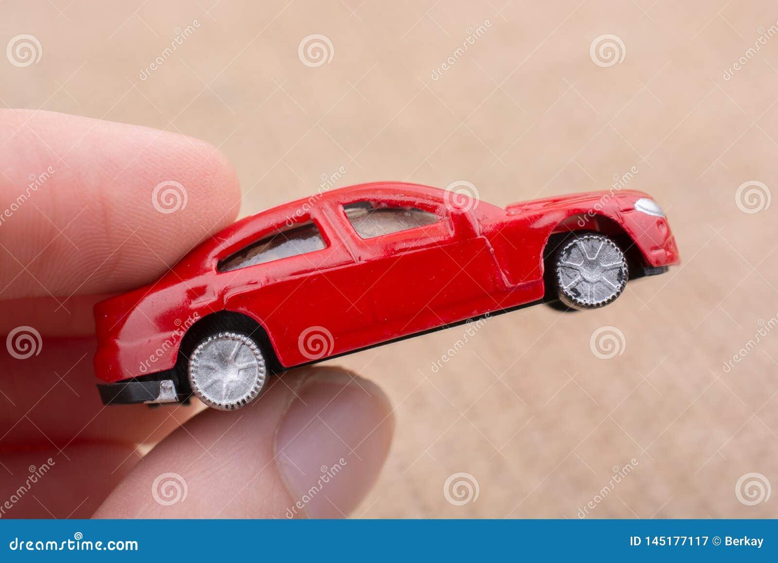 Αυτοκίνητο παιχνιδιών ως συσκευές μεταφορών υπό εξέταση