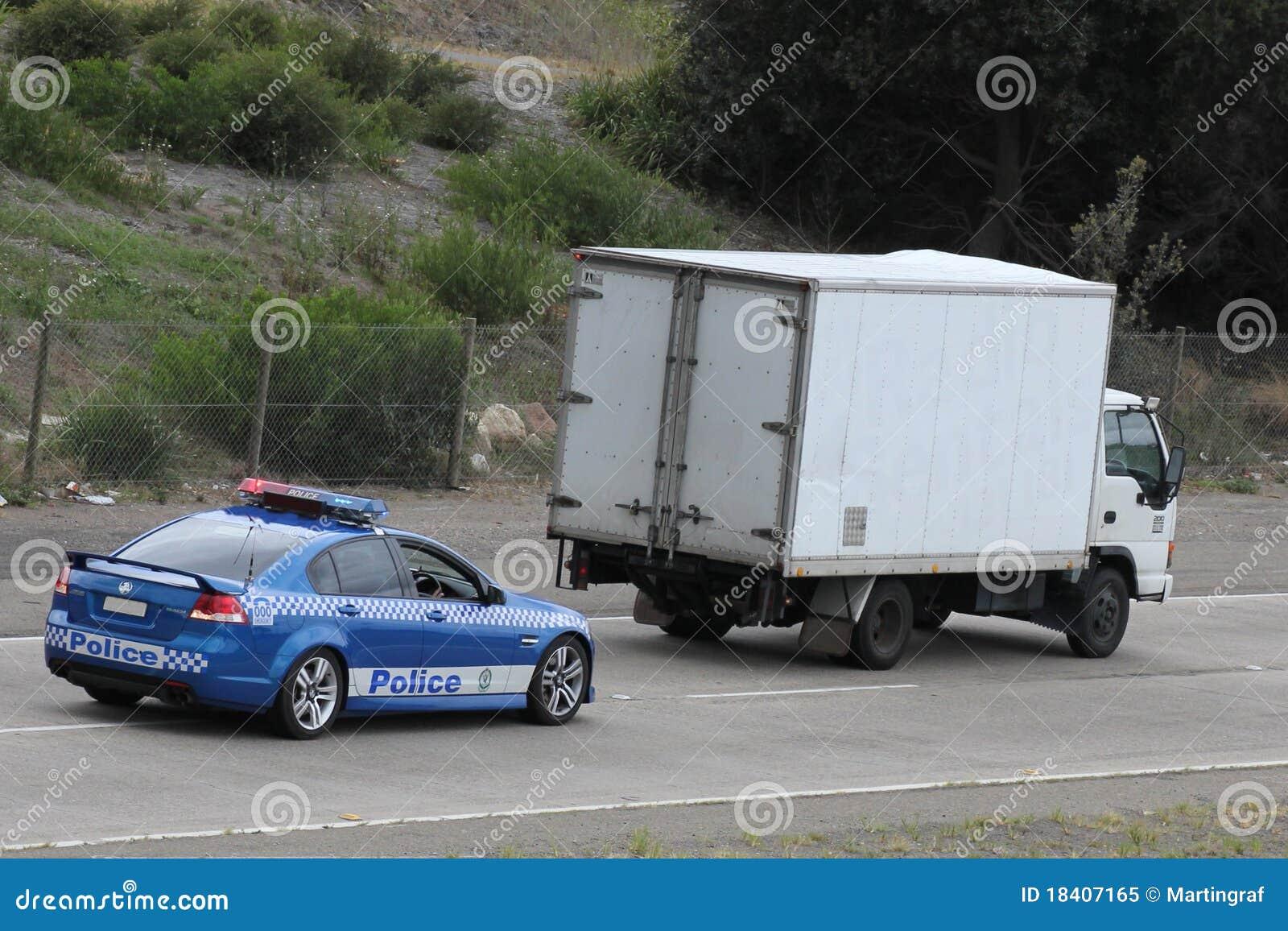 αυτοκίνητο που κυνηγά τ&omicr