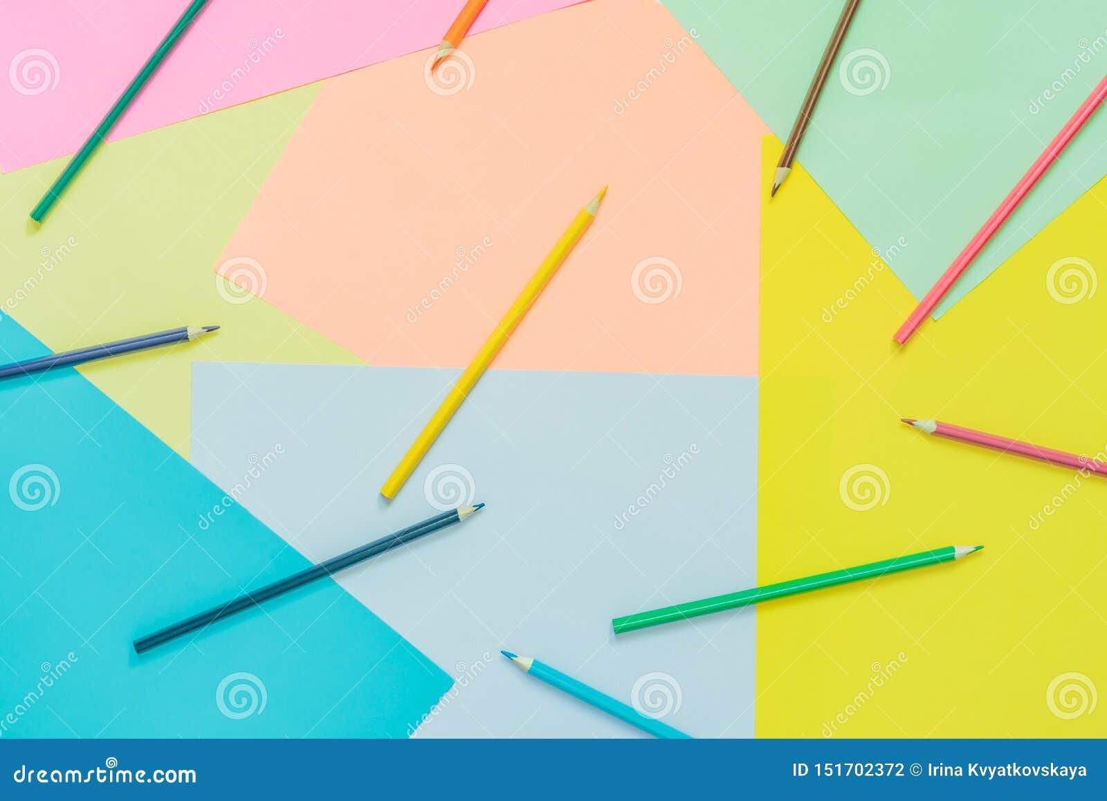 Αφηρημένα διαφορετικά πολύχρωμα καθιερώνοντα τη μόδα υπόβαθρα νέου με τα μολύβια και θέση για το κείμενο r