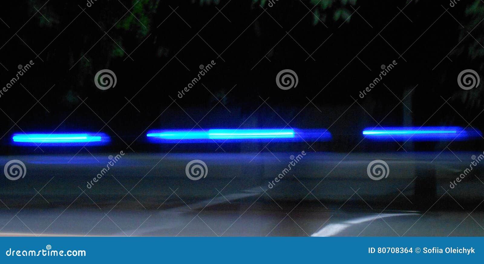 Αφηρημένα μπλε λωρίδες σε ένα μαύρο υπόβαθρο