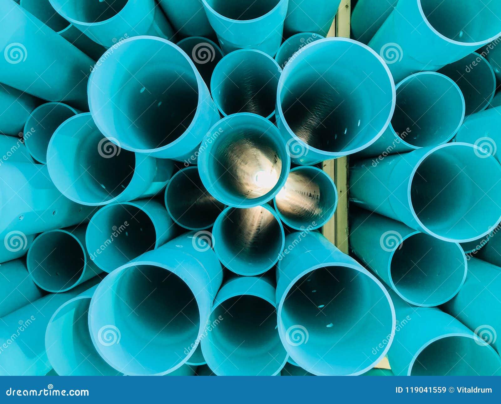 Αφηρημένη λεπτομερής κινηματογράφηση σε πρώτο πλάνο άποψη των μπλε βιομηχανικών πλαστικών σωλήνων επικοινωνίας, σωλήνες