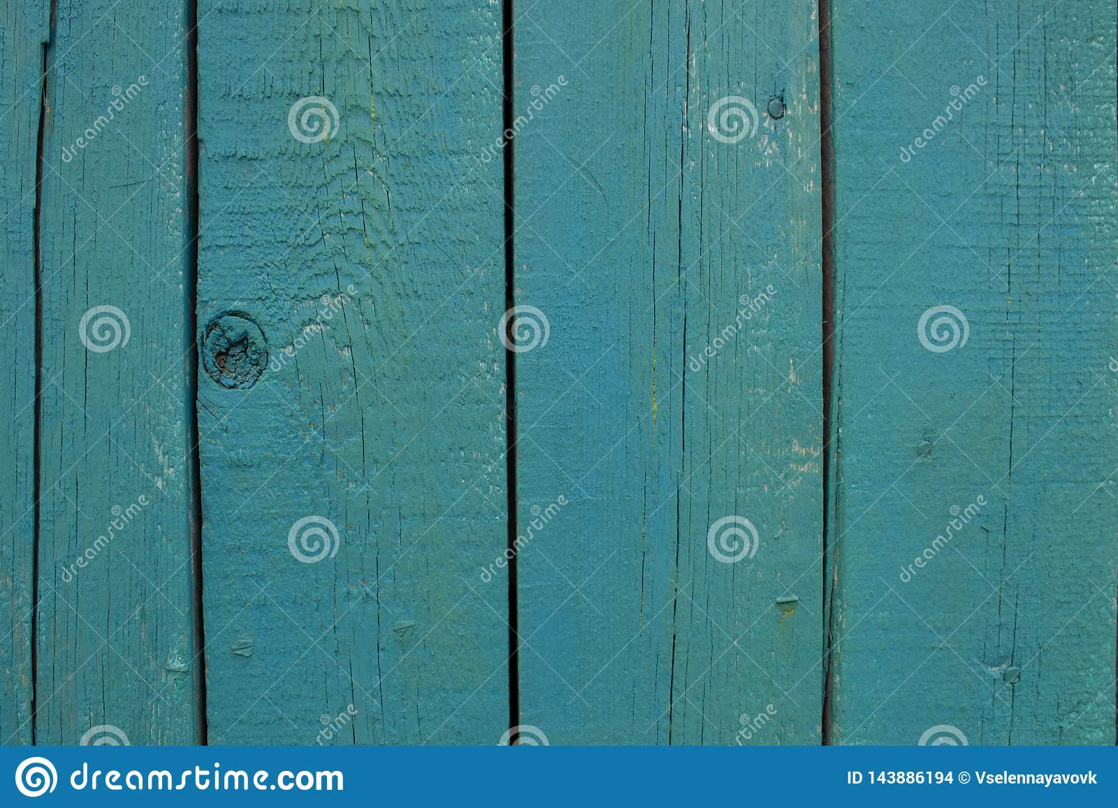 Αφηρημένη τυρκουάζ φωτεινή ξύλινη σύσταση πέρα από το μπλε ελαφρύ φυσικό υπόβαθρο χρώματος, παλαιό σκηνικό επιτροπής με το διάστη