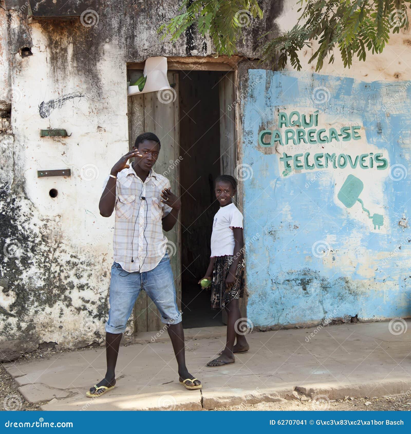 Αφρικανικά παιδιά που κάνουν τη διασκέδαση