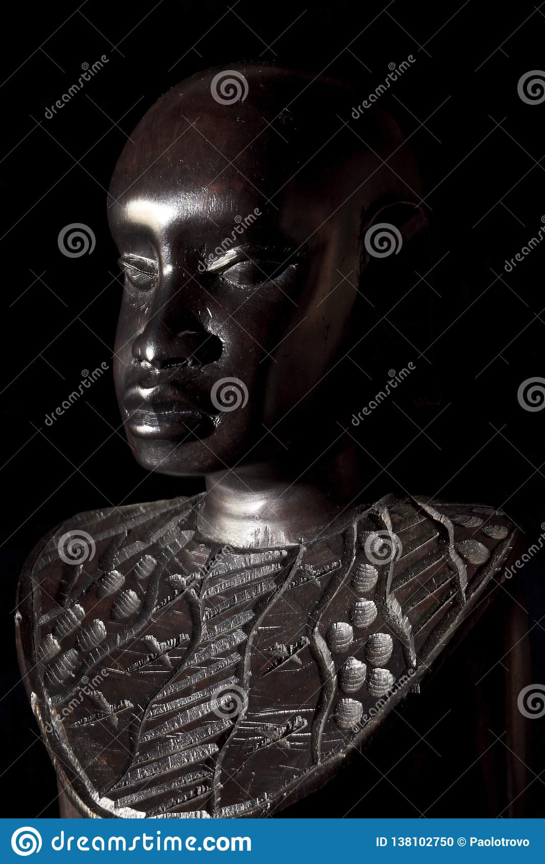 Αφρικανική τέχνη και γλυπτά φιαγμένες από ebony ξύλινη γλυπτική