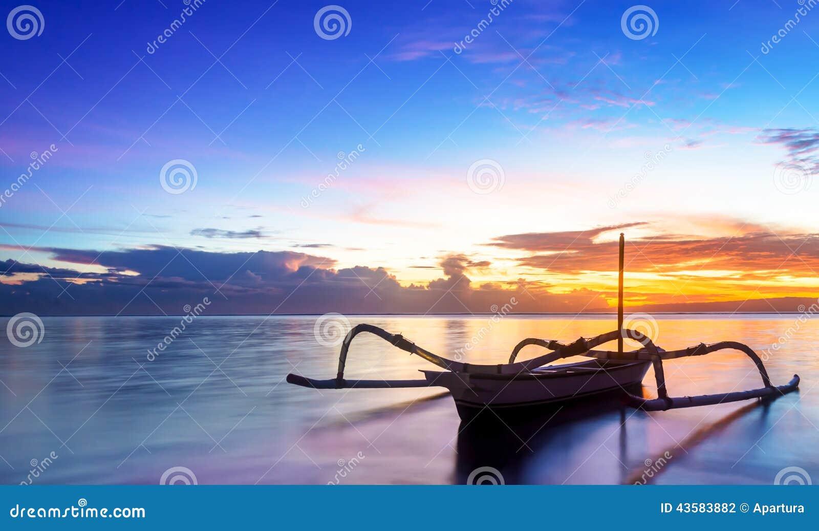 Αλιευτικό σκάφος του Μπαλί Jukung παραδοσιακό