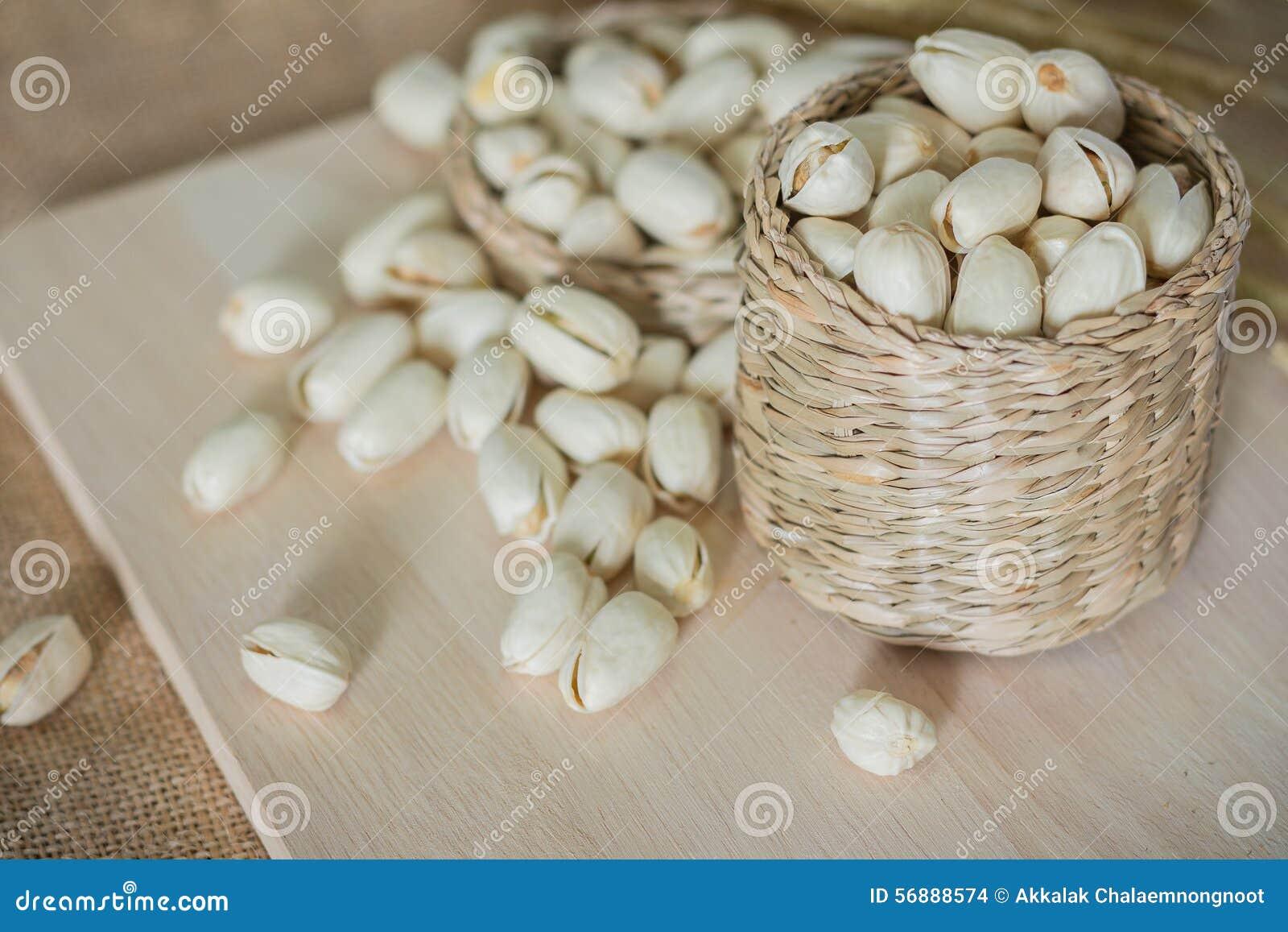 Αλμυρά καρύδια φυστικιών
