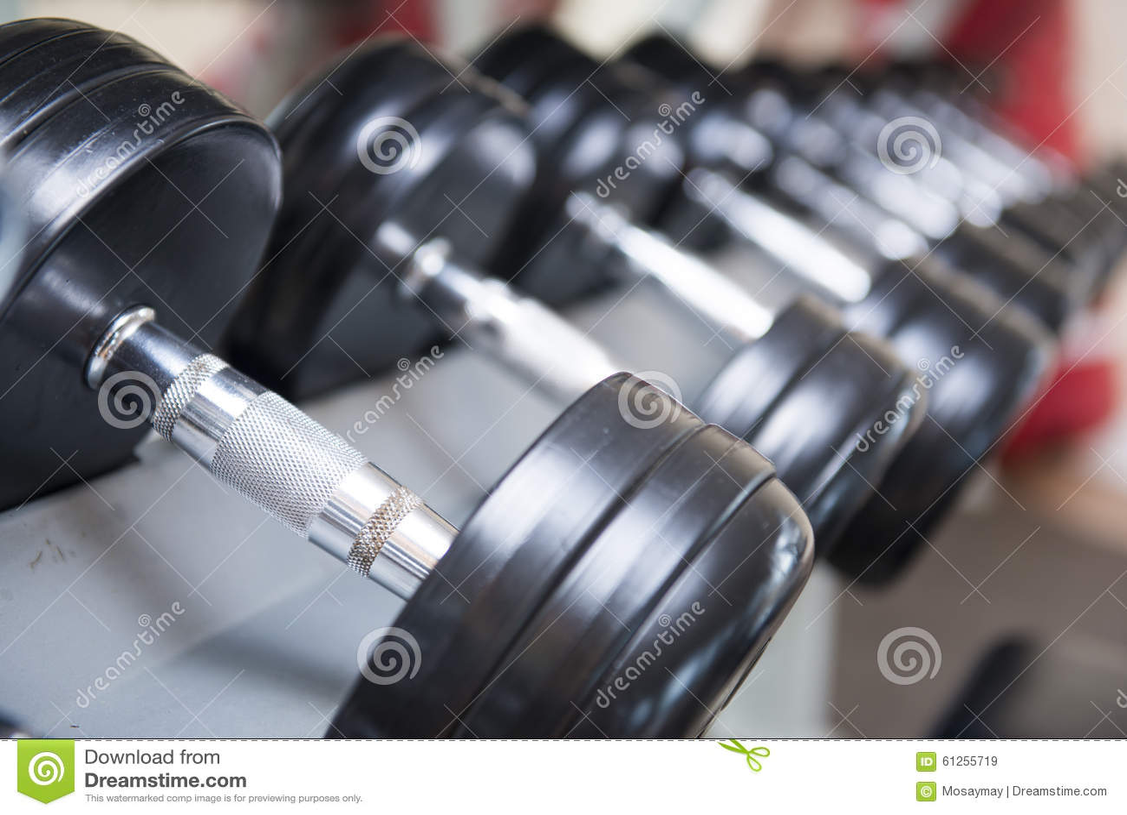 Αλτήρες για το βάρος που ανυψώνουν στο δωμάτιο ικανότητας