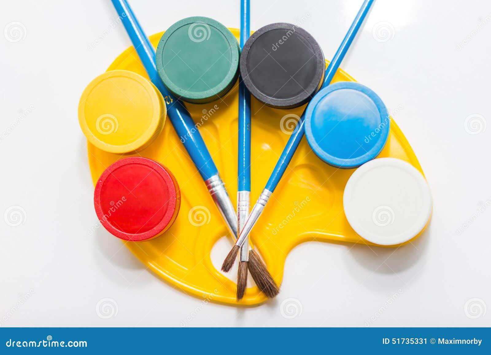Βάζα των χρωμάτων στην παλέτα
