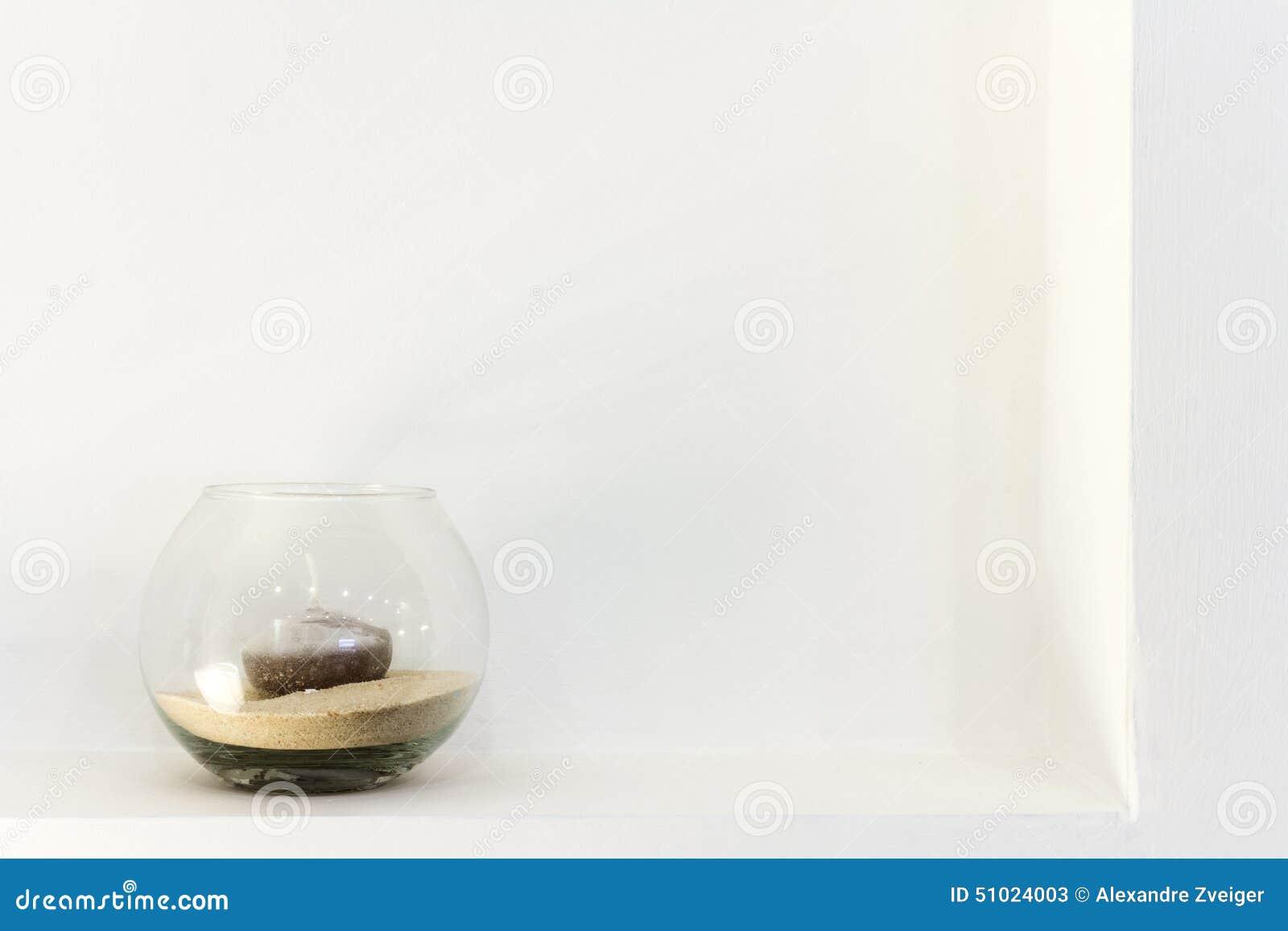 Βάζο γυαλιού με ένα κερί