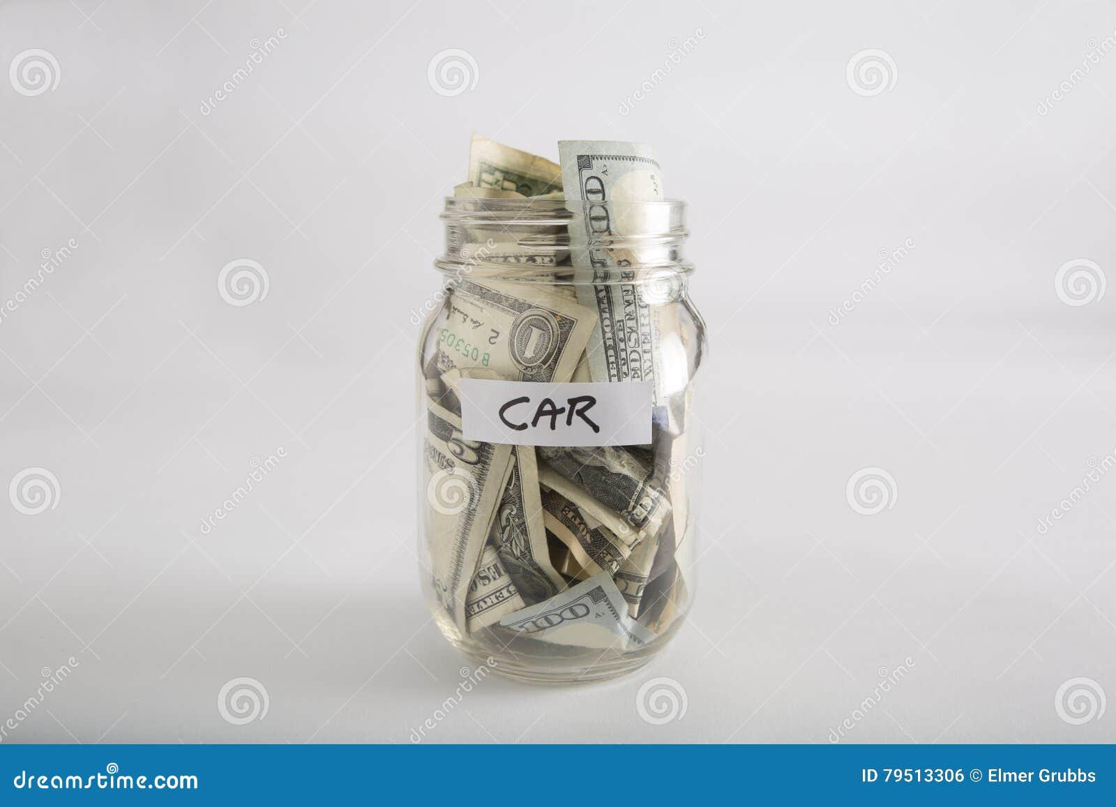 Βάζο του Mason με τα χρήματα για το αυτοκίνητο