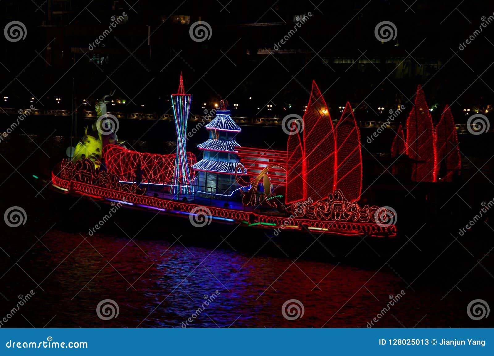 Βάρκα δράκων στον ποταμό Guangzhou Κίνα μαργαριταριών