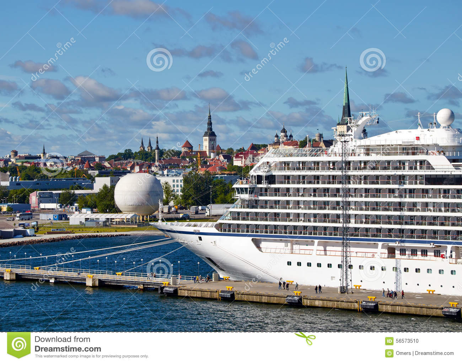 Download Βάρκα κρουαζιέρας πολυτέλειας στο λιμένα σε Tallin Εσθονία Στοκ Εικόνες - εικόνα από πανί, παράδεισος: 56573510