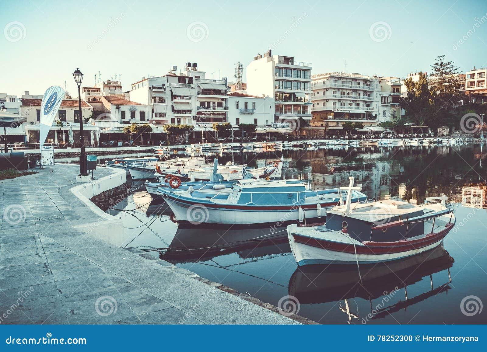 Βάρκα μαρινών βαρκών λιμνών κόλπων ¡ της Ελλάδας Ð ταξιδιών rit