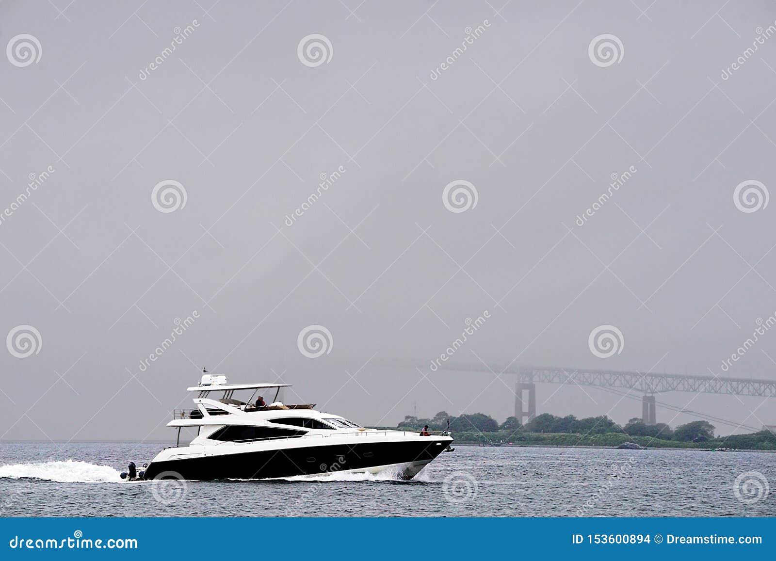Βάρκα σε μια υδρονέφωση