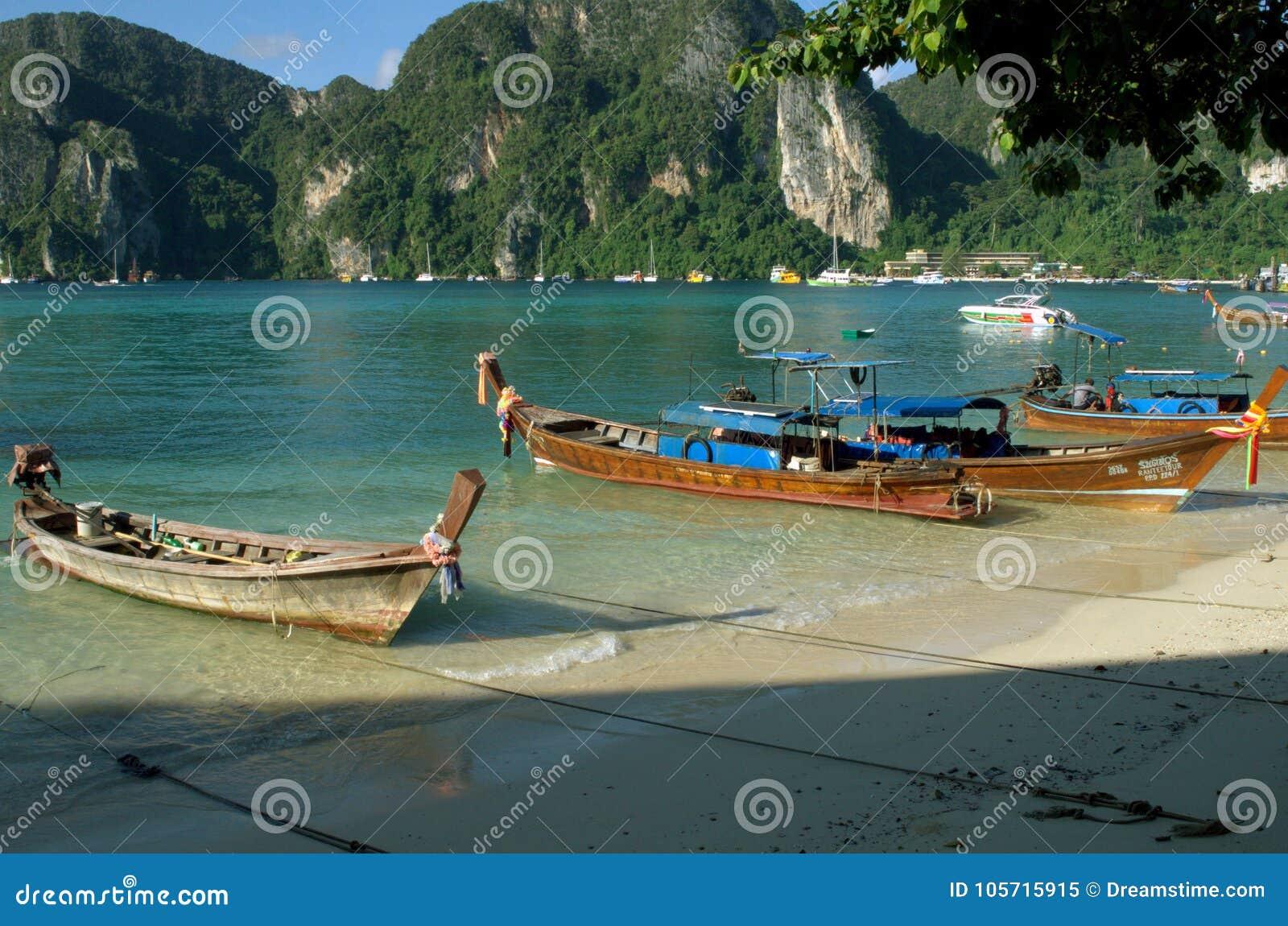 Βάρκα στην παραλία