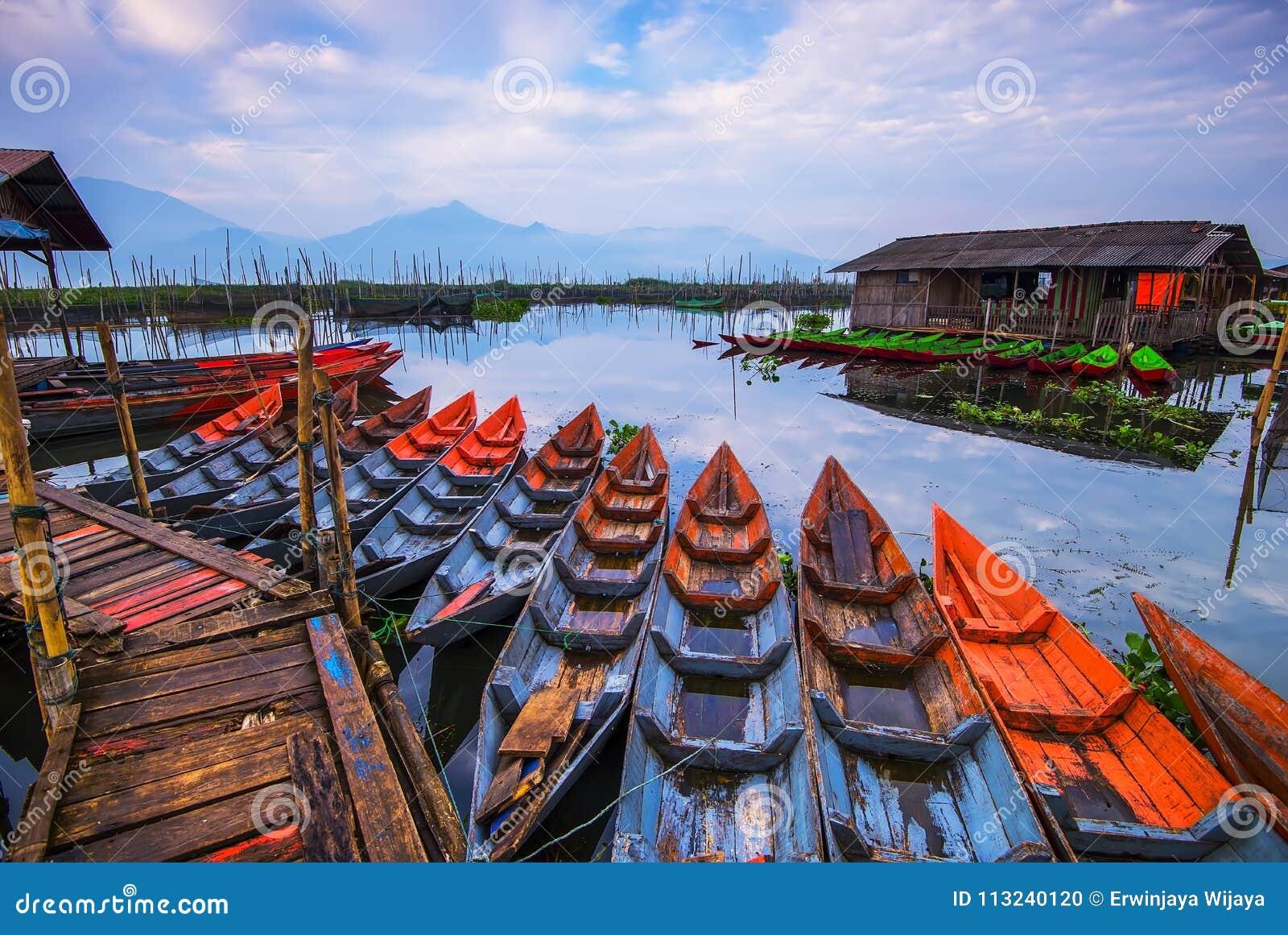 Βάρκα Tradiotional στο rawa που Wonderfull Ινδονησία