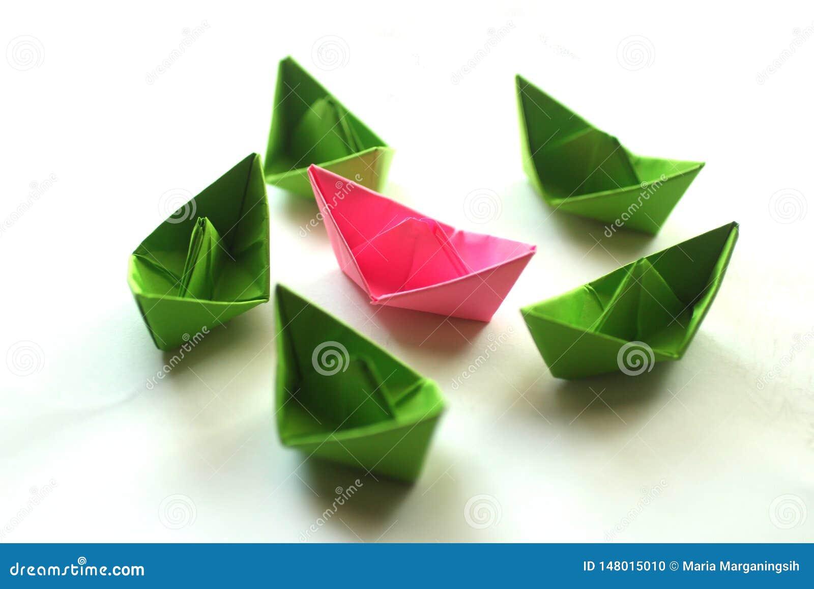 Βάρκες εγγράφου origami Calorful